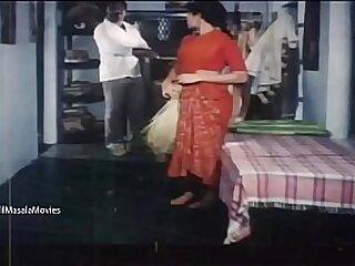 Desi Village Girls Hot Cleavage Bit